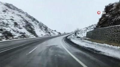 Pamuk Geçidi kar yağışıyla beyaza büründü