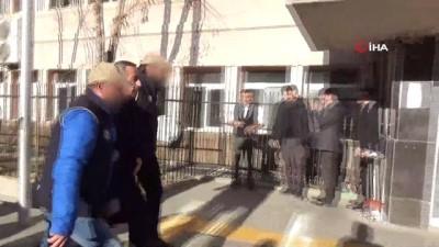 HDP'li Varto ve Bulanık belediye başkanları tutuklandı