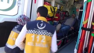 ambulans soforu -  Kadın ambulans şoförü yollara ve zamana meydan okuyor