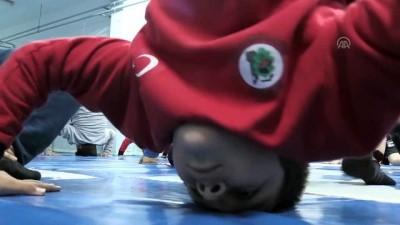 Köy çocukları yıldız güreşçi olmak için çalışıyor - KIRKLARELİ