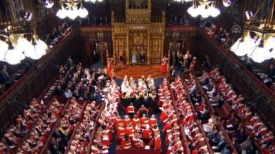 İngiltere Kraliçesi 2. Elizabeth, parlamentoda yeni hükümet programını okudu - LONDRA