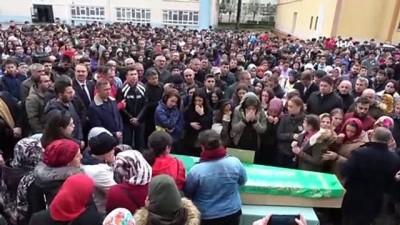 Hentbolcuları taşıyan minibüsün devrilmesi sonucu ölen genç sporcular, son yolculuğuna uğurlandı