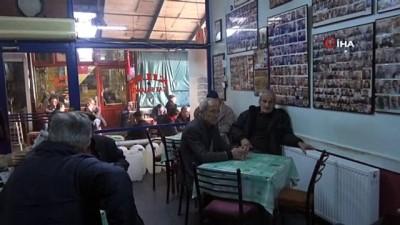 Çay ocağıydı, fotoğraf sergisine dönüştü...Müşterilerinin fotoğraflarını duvarda sergiliyor