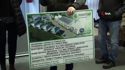 - Yalnız kalan Srebrenitsa annelerinin yaraları sarılıyor - Yunus Emre Enstitüsü'nde Srebrenitsa'da Boşnak ailelere yardım eli