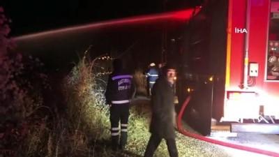 Elektrik prizinden çıkan yangın tek katlı ahşap evi kül etti