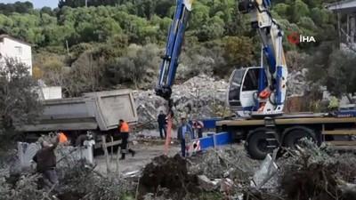 Ormanlık alana inşa edilen 7 ev yıkıldı