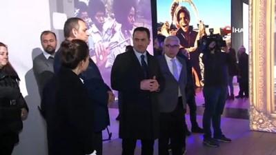 Ara Güler Dijital Fotoğraf Sergisi Taksim'de açıldı