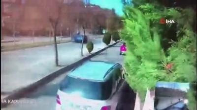 aydinlatma diregi -  Ümraniye'de aracın aydınlatma direğine çarpıp taklalar attığı anlar kamerada