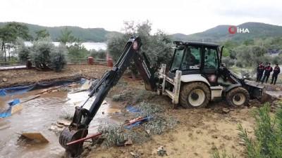 Akbük koyunda 21 imara aykırı yapı yıkıldı