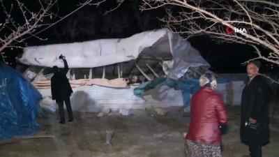 Erzincan'da fırtına çatıları uçurdu, ağaçları kökünden söktü
