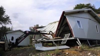 Muğla'daki Akbük Koyu'nda kaçak yapıların yıkımı devam ediyor