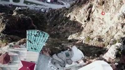 Avrupa'nın en yüksek cam seyir teraslarından Torul'da heyecan ve korku aynı anda yaşanıyor
