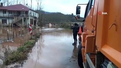 Bartın'da sağanak yağış etkili oldu, yollar göle döndü