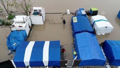 Çadırlarını su basan tarım işçilerine yardım eli - ADANA