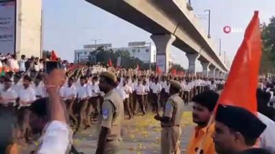 - Hindistan'da sağcı örgütün yürüyüşü Nazi askerlerine benzetildi - Hindistanlılardan vatandaşlık yasasına destek yürüyüşü
