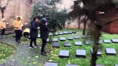 Her Açıdan - Kadın futbolcular, kadın şehitlerin mezarını ziyaret edip dualar okudu