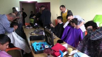Öğrenci yurtlarının gönüllü berberleri - ÇORUM