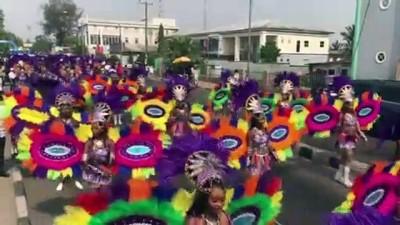 Afrika'nın en büyük sokak partisinde dansçılar yürüdü - CALABAR