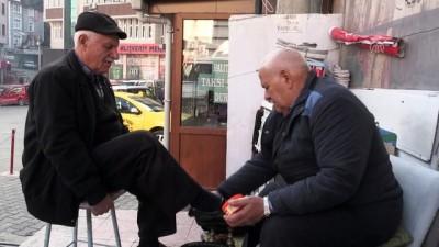 Okul harçlığı için eline aldığı boya sandığını 59 yıldır bırakmadı - ARTVİN