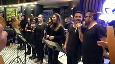Vali Toprak, türkülerle Hakkari'den ayrıldı