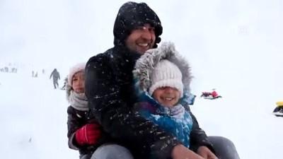 Hesarek'te kar yağışı kayak severleri sevindirdi - BİNGÖL