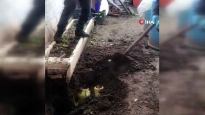 sahte icki -  Yılbaşı öncesi toprağa gömülü 4.5 ton sahte içki ele geçirildi