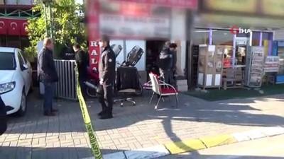 silahli catisma -  Oto kiralama dükkanında çıkan silahlı çatışmada 3 kişi tabanca ile vuruldu