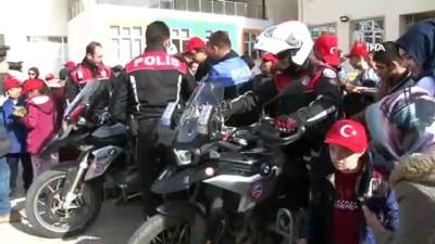 Polislerden özel çocuklarla anlamlı etkinlik