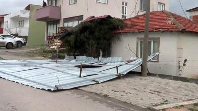 adliye binasi - Biga'da fırtına nedeniyle adliye sarayının çatısı uçtu - ÇANAKKALE