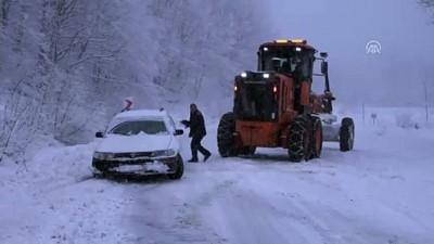 Bilecik ve Kütahya'da kar yağışı ulaşımda aksamalara yol açıyor