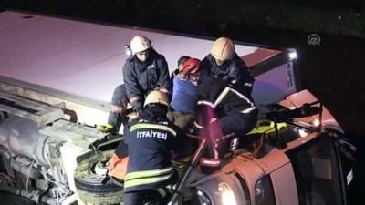 Düzce'de dereye devrilen kamyonda sıkışan sürücü kurtarıldı