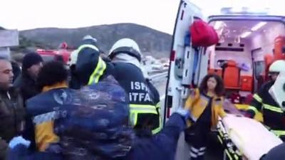 Isparta'da minibüs devrildi: 12 yaralı (2)