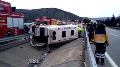 Isparta'da minibüs devrildi: 12 yaralı