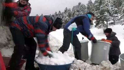Kars'ta yapılan 'kardan şehit heykelleri' için hummalı çalışma başlatıldı