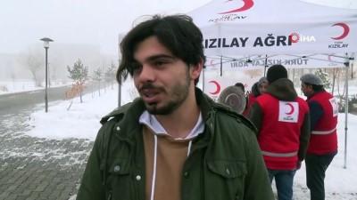 Kızılay soğuk kış günlerinde üniversite öğrencilerine çorba ikram ediyor