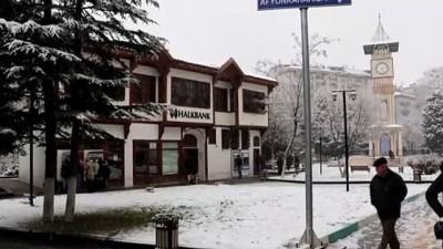 Kütahya'da kar yağışı ulaşımda aksamalara yol açıyor - KÜTAHYA
