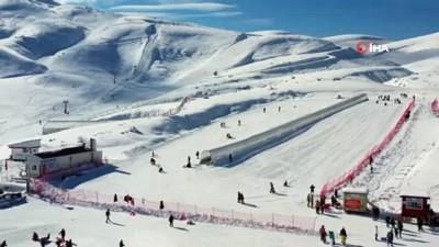 Vatandaşlar Denizli Kayak Merkezi'ne akın etti