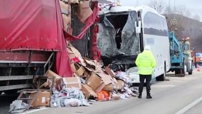 Yolcu otobüsü ile tır çarpıştı: 22 yaralı (2) - ÇANKIRI