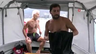 Boğazda farkındalık oluşturmak için yüzerken dev geminin altında kalıyordu