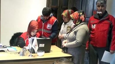 Kızılay'dan Türk ve Suriyeli ailelere kıyafet yardımı