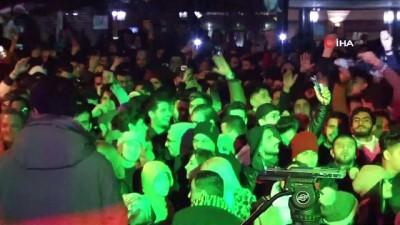 Ortaköy'de vatandaşlar havai fişek gösterisiyle yeni yıla girdi