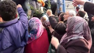 Vatandaşlar ücretsiz fidan alabilmek için birbirleri ile yarıştı