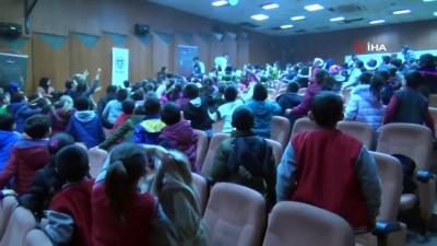 Ağrılı ilkokul öğrencileri tiyatro ile buluştu