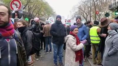 Fransa'da eylemlere 285 bin kişi katıldı