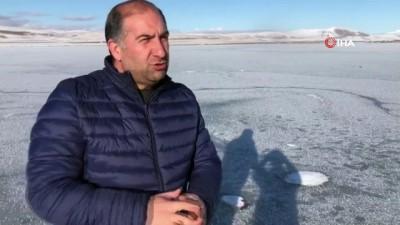 Gürcistan ve Türkiye arasındaki doğal sınır 'Aktaş gölü' dondu
