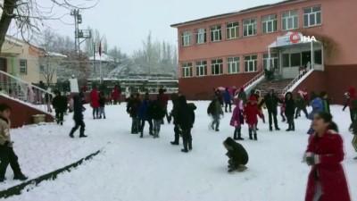 Karlıova'da kar yağışı etkisini gün geçtikçe arttırıyor