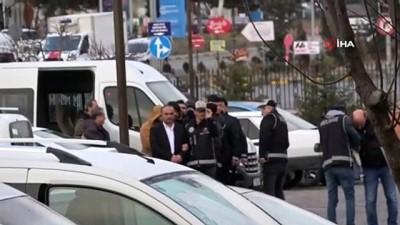 Sahte evraklarla insan kaçakçılığı yapan çeteden 4'ü tutuklandı