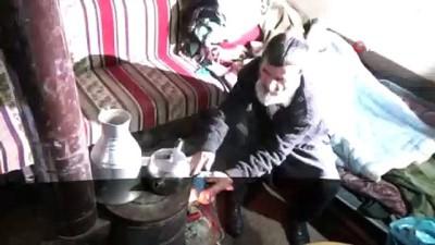 Haraba gibi evde kimsesiz yaşayan yaşlı adam yardım bekliyor