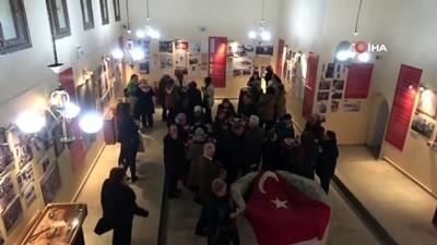 yerel gazete -  10 Aralık İlk Türk Kadın Mitingini anlatan resim sergisi açıldı