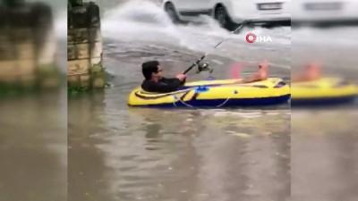 amator -  Göle dönen yolda şişme botla gezdi